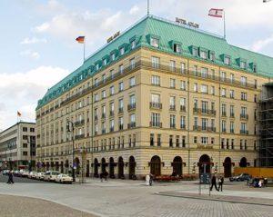 435px-hotel_adlon_berlin